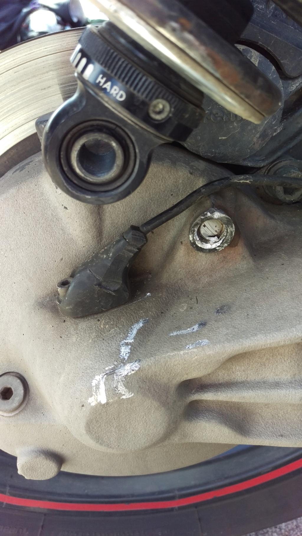 Shock Absorber lower brace K1100 Imag3511