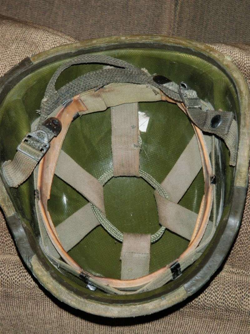 Iraqi PASGT type helmet with painted airborne symbol Eom_ma11
