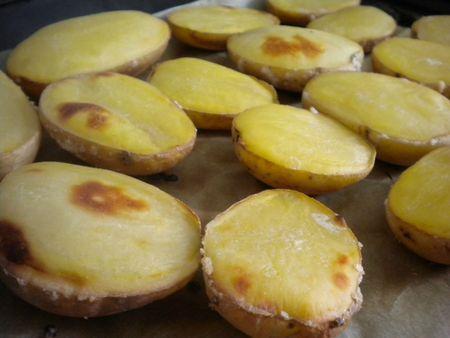 Pommes de terre soufflées au four 77466811