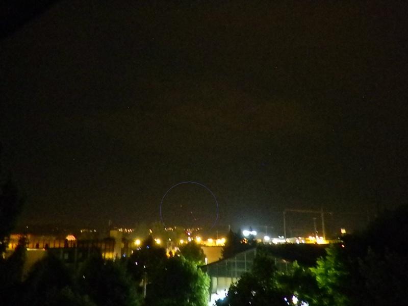 2013: le 08/06 à 21h43 - Lumière étrange dans le ciel  - canton de fribourg -  Dscn1610