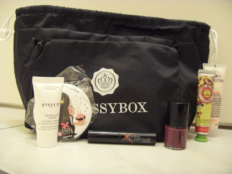"[Juin 2013] Glossybox ""The Lovely Issue"" - Page 6 Sdc14311"