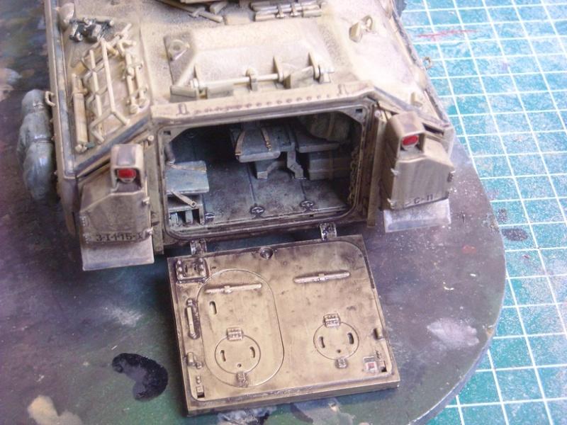 Bradley M-2 avec intérieur complet (TAMIYA 1/35°) Dscn4312