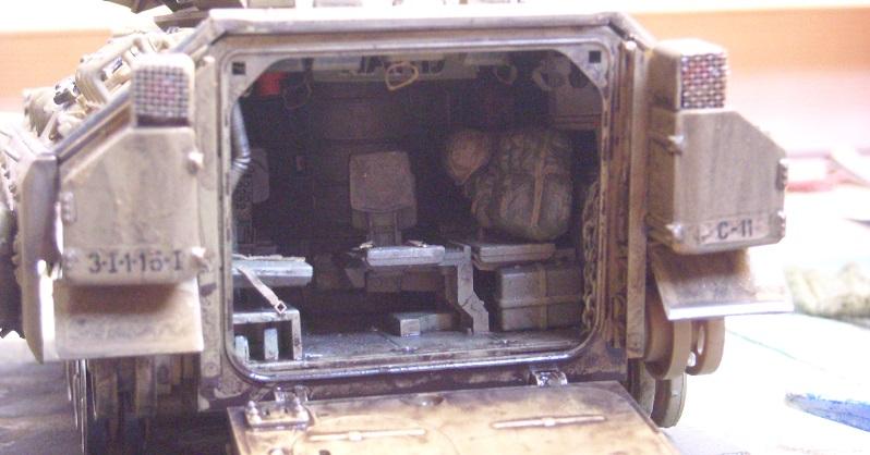 Bradley M-2 avec intérieur complet (TAMIYA 1/35°) Dscn4314