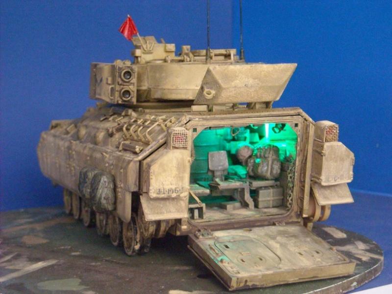 Bradley M-2 avec intérieur complet (TAMIYA 1/35°) Dscn4413