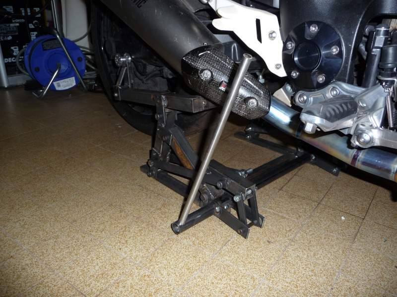 Nouvelle béquille de stand pour dépose roue 240 Yamaha P1040712