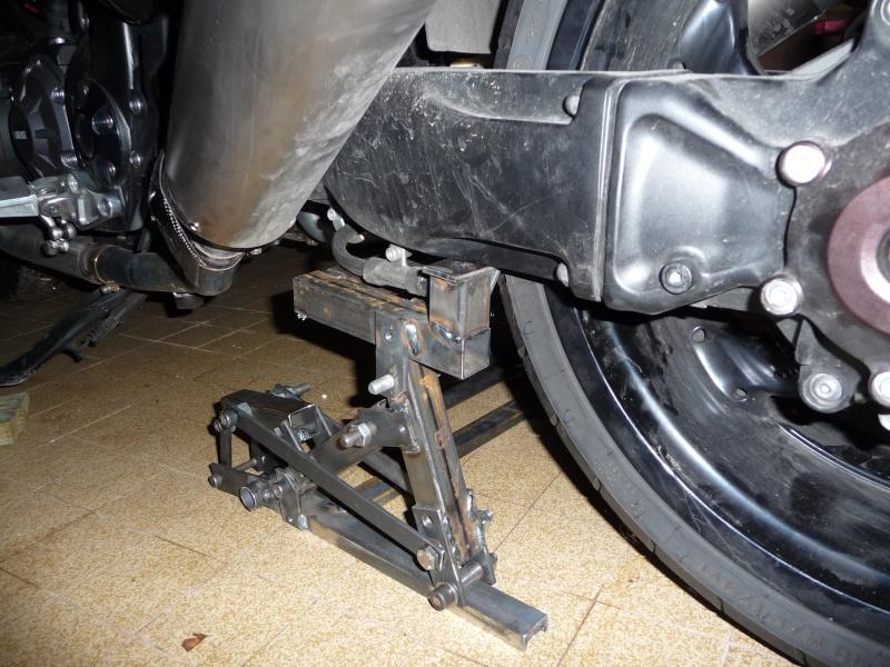 Nouvelle béquille de stand pour dépose roue 240 Yamaha P1040714