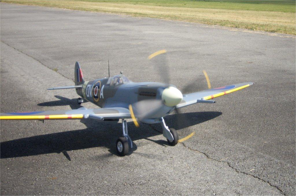 Supermarine Spitfire Mk. IX 1600 PNP - Page 3 01-spi10