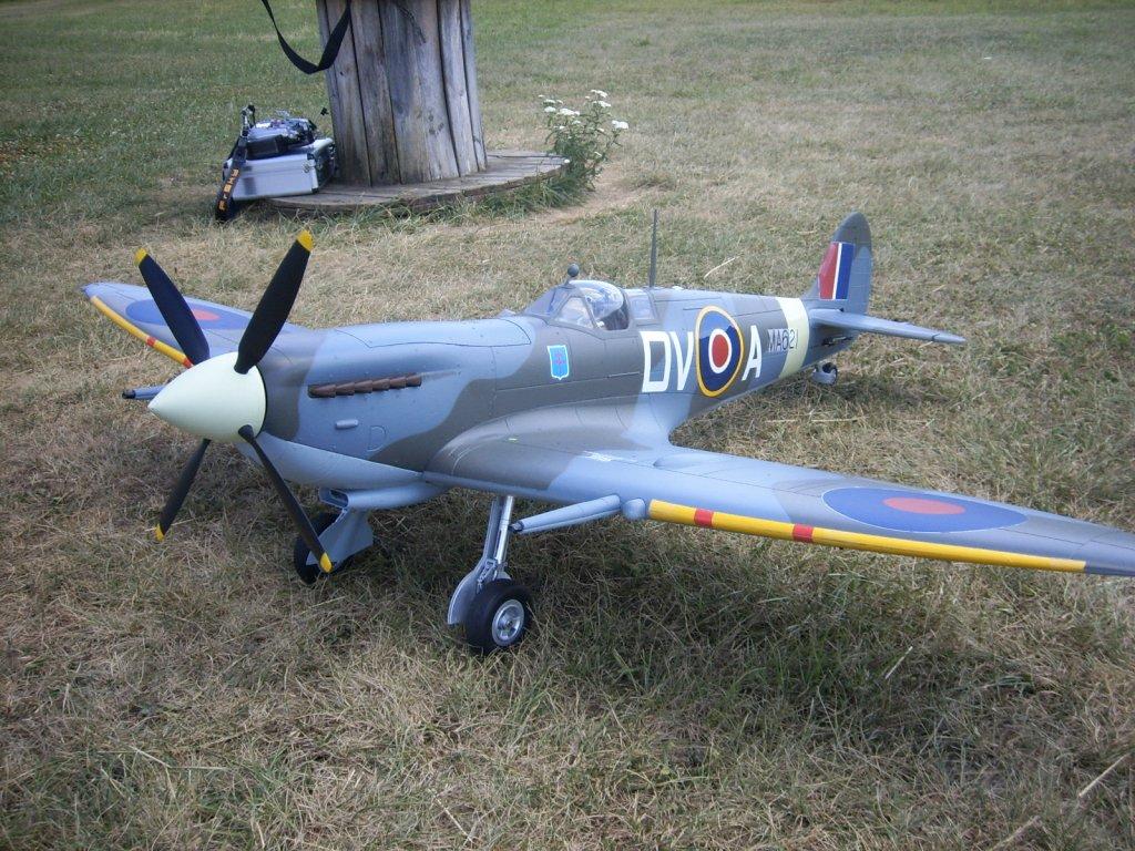 Supermarine Spitfire Mk. IX 1600 PNP - Page 3 02-spi10