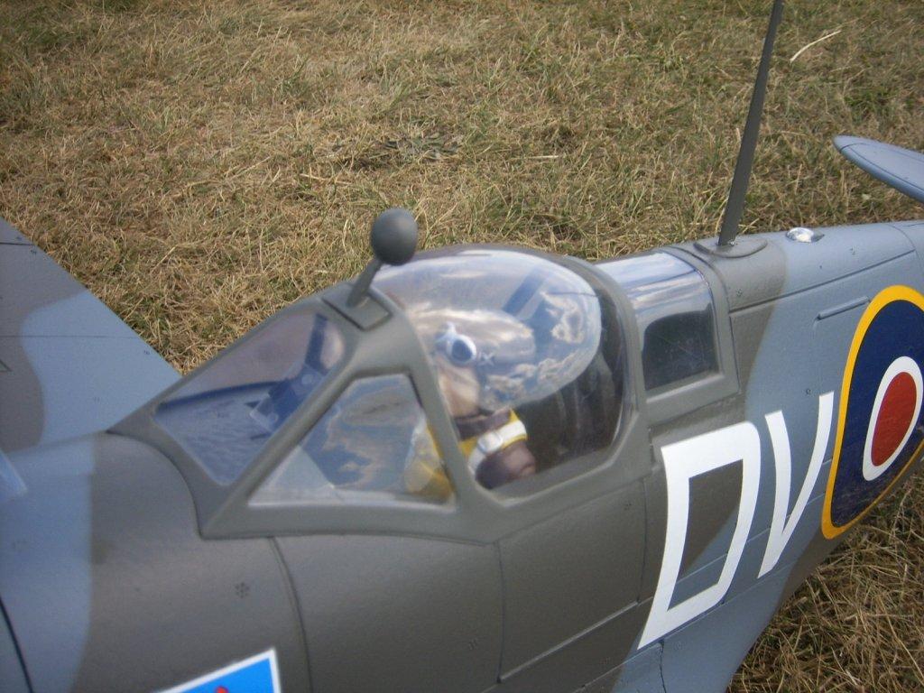 Supermarine Spitfire Mk. IX 1600 PNP - Page 3 03-spi10