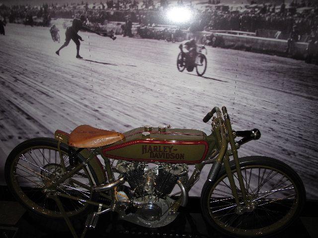 Harley Davidson Museum Milwaukee/USA - 2010 Hd-mus26