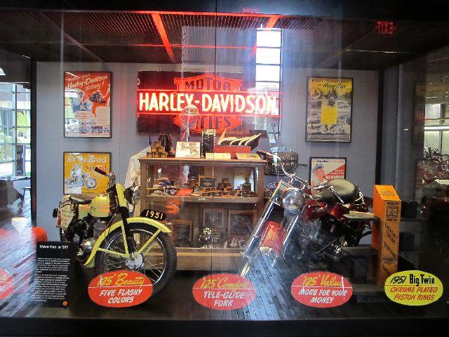 Harley Davidson Museum Milwaukee/USA - 2010 Hd-mus38