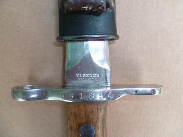 Marquage des fabricants de la baïonnette suisse 1918 P1010525