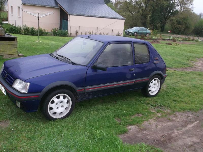 [roms056]  205 GTI - 1.9 - bleu/rouge - 1987 ( sa commence ) Dscf0411