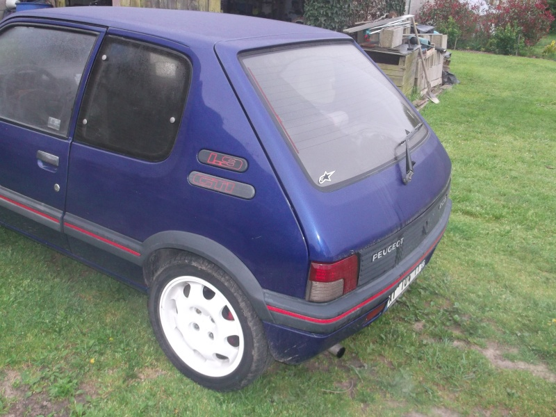 [roms056]  205 GTI - 1.9 - bleu/rouge - 1987 ( sa commence ) Dscf0412