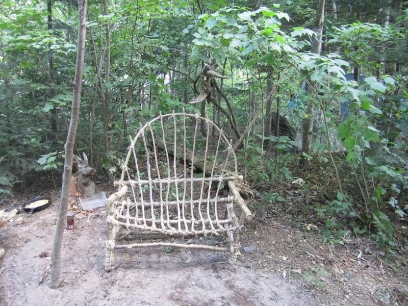 Comment faire une chaise avec de la corde et des branches Chaise11