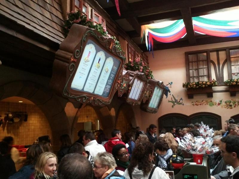 Des écrans pour afficher les menus au Restaurant En Coulisse et Café Hyperion 91381412