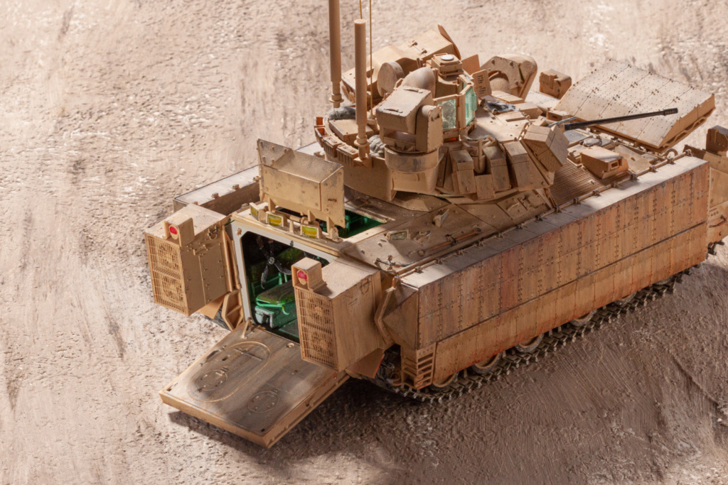 Bradley M2A3 with Busk III - Meng -1/35 TERMINE - Page 4 21610