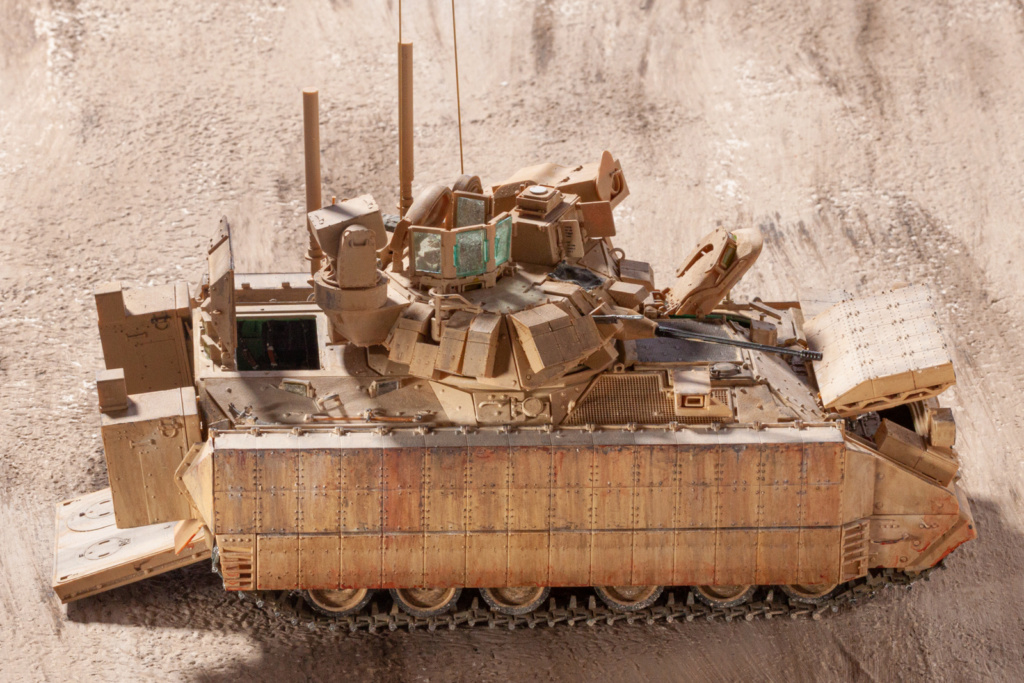Bradley M2A3 with Busk III - Meng -1/35 TERMINE - Page 4 21910