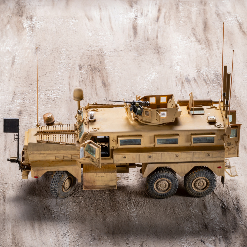 U.S. COUGAR 6X6 Mrap vehicle MENG 1/35 Termine - Page 3 _mg_0215