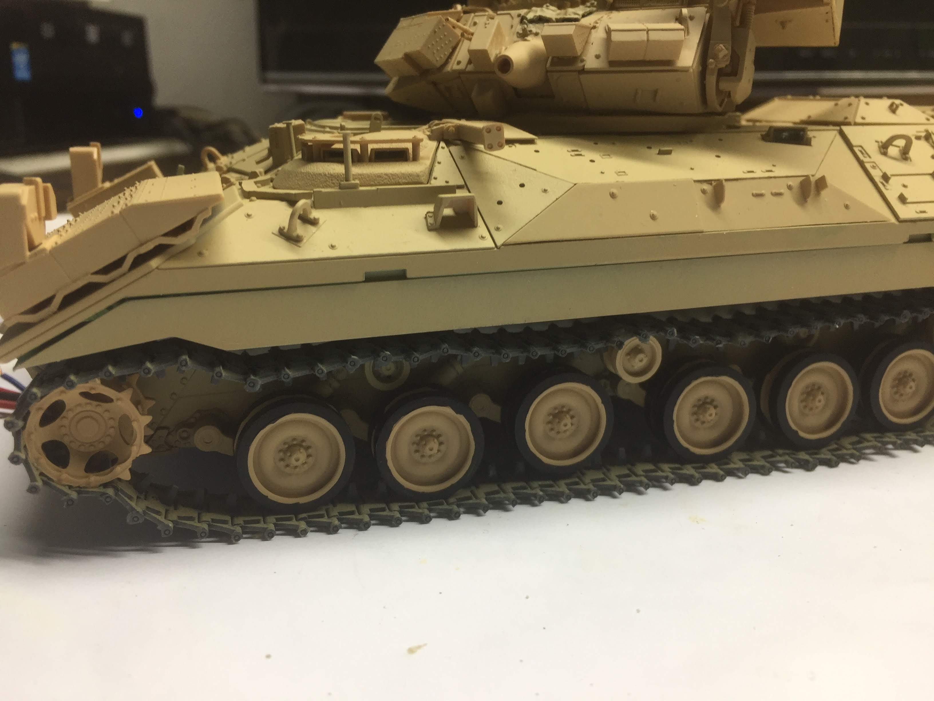 Bradley M2A3 with Busk III - Meng -1/35 TERMINE - Page 3 Img_1720