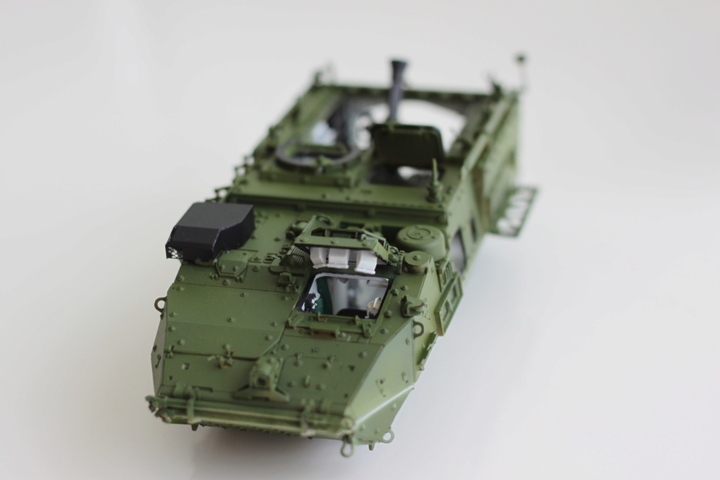 M1129 Stryker Mortar Carrier Vehicle MC-B Tumpeter 1/35 - Page 2 Img_3851