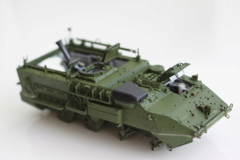 M1129 Stryker Mortar Carrier Vehicle MC-B Tumpeter 1/35 - Page 2 Img_3852