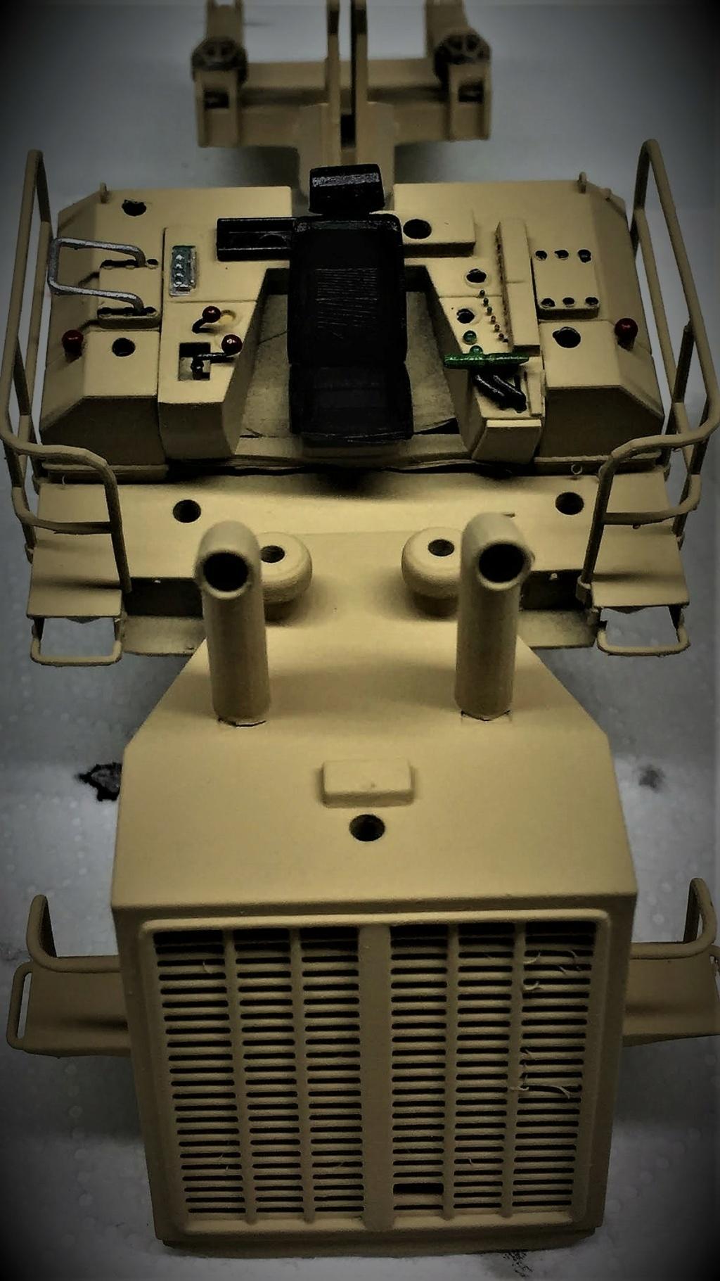 Bulldozer au 1/35 résine Img_5845