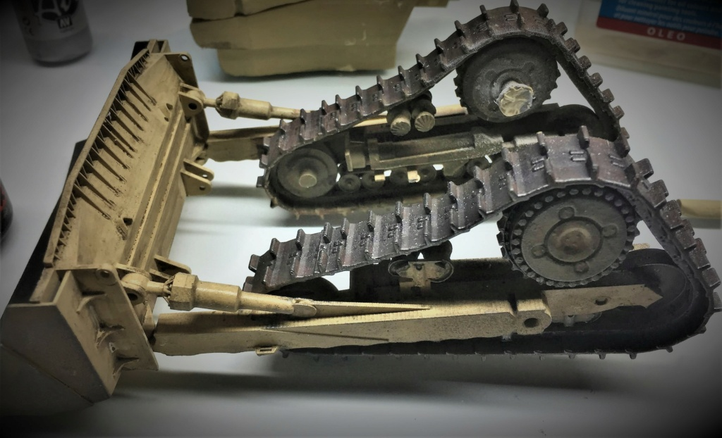 Bulldozer au 1/35 résine Img_5854