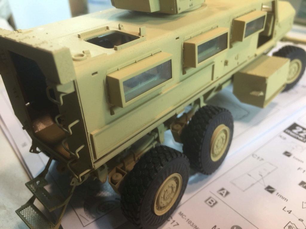 U.S. COUGAR 6X6 Mrap vehicle MENG 1/35 Termine - Page 2 Img_6819