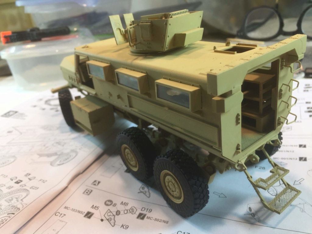 U.S. COUGAR 6X6 Mrap vehicle MENG 1/35 - Page 2 Img_6820