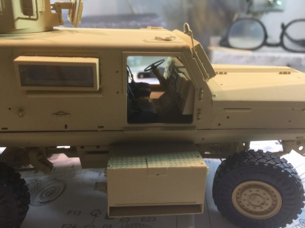 U.S. COUGAR 6X6 Mrap vehicle MENG 1/35 - Page 2 Img_6823