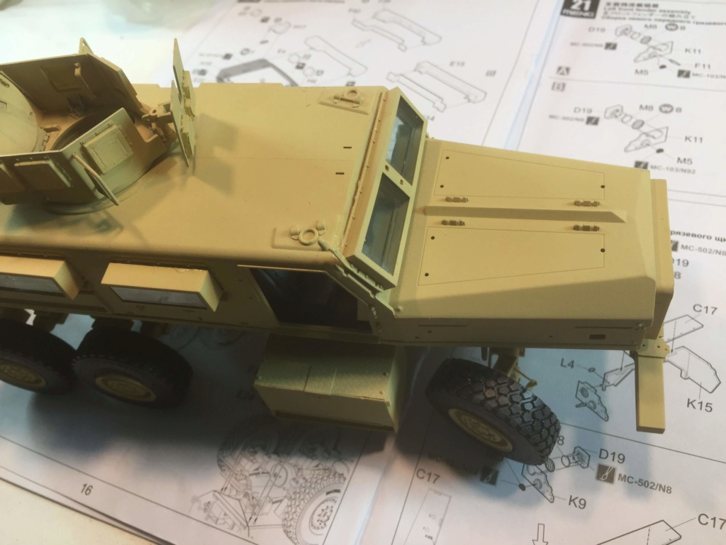 U.S. COUGAR 6X6 Mrap vehicle MENG 1/35 - Page 2 Img_6825