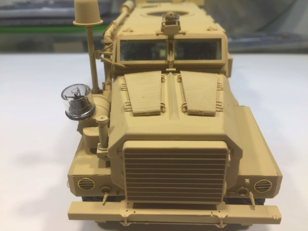 U.S. COUGAR 6X6 Mrap vehicle MENG 1/35 Termine - Page 2 Img_6827