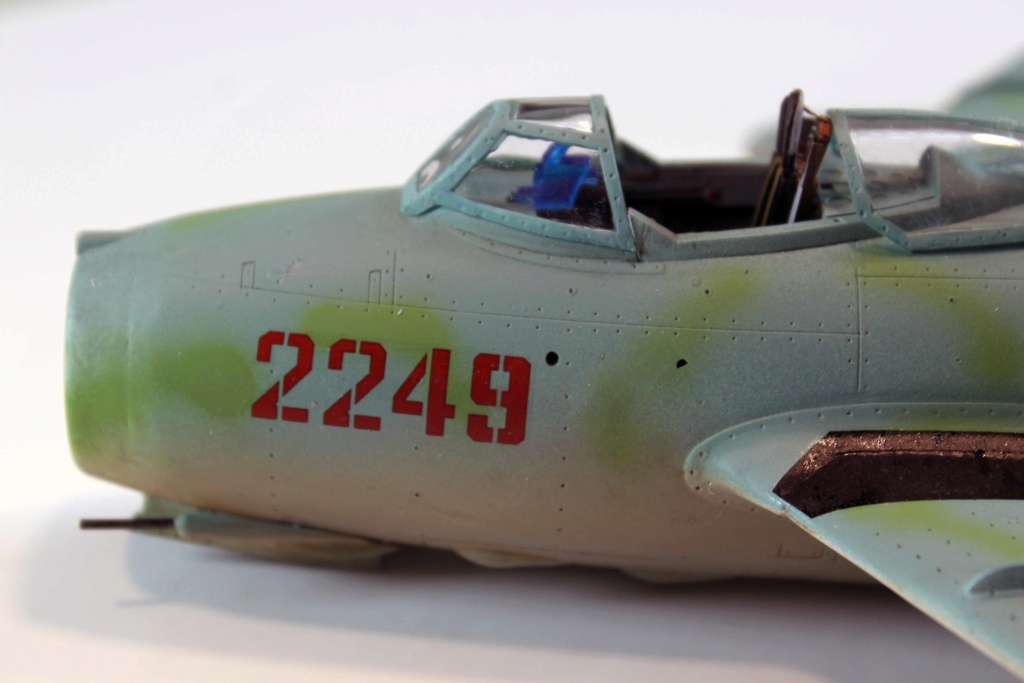 Mig 15 Trumpeter 1/32 - Page 3 Img_9714