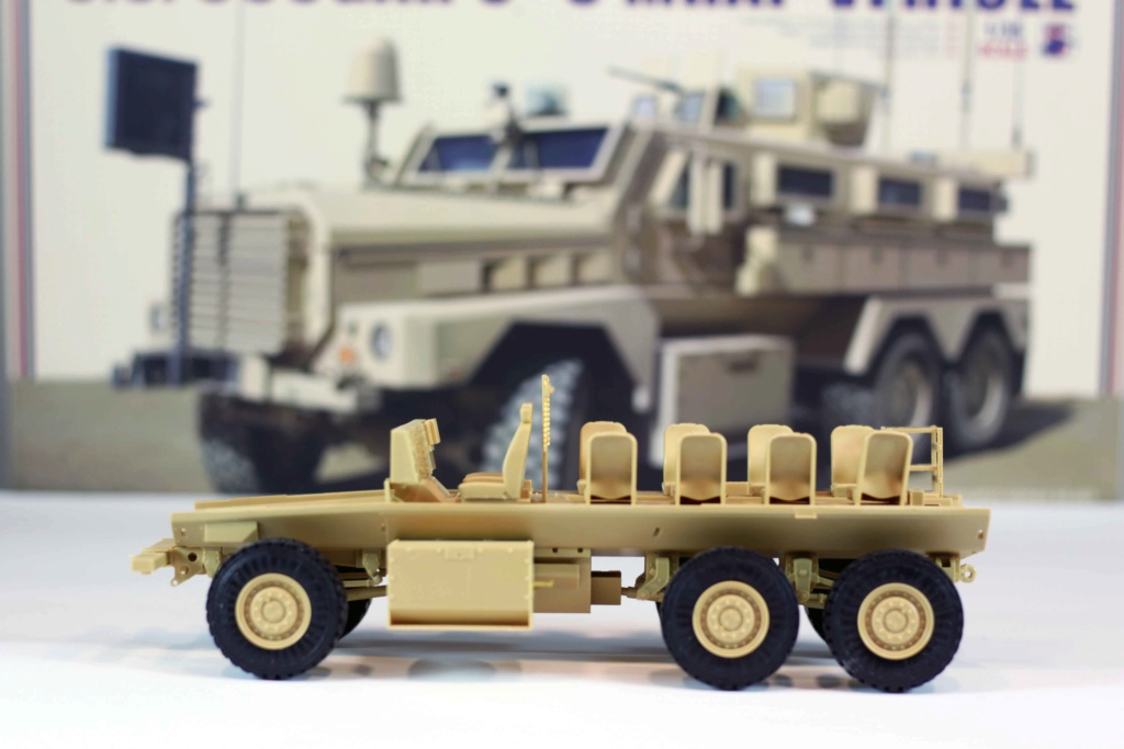 U.S. COUGAR 6X6 Mrap vehicle MENG 1/35 - Page 2 Img_9810