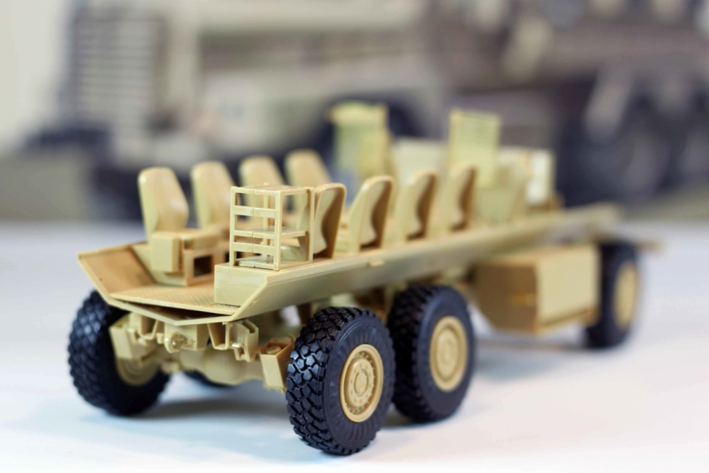 U.S. COUGAR 6X6 Mrap vehicle MENG 1/35 Termine - Page 2 Img_9816