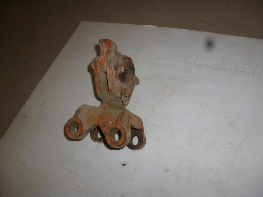 (Cherche) identification de chappe et echelle vieux tracteur P1040811