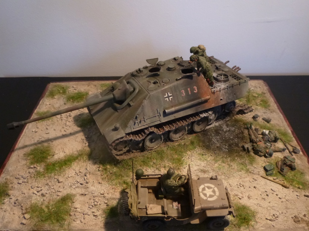 After the battle Allemagne 1945 - 1/35- Jagdpanther Tamiya+ jeep Willys Italeri+ figurines Soga/Stalingrad P1050318