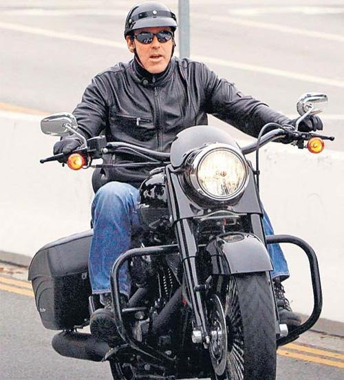 Ils ont posé avec une Harley, uniquement les People - Page 6 057e6210