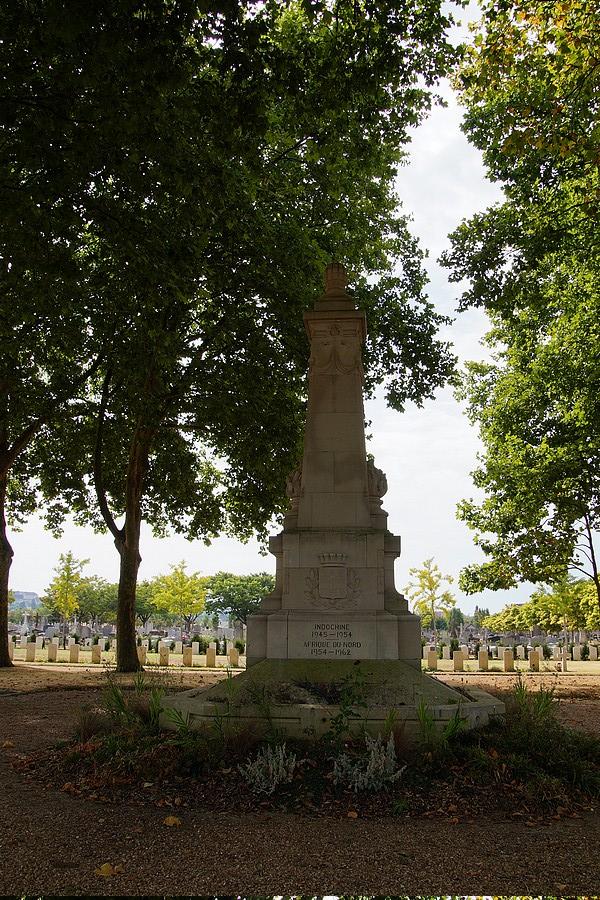 [ Histoires et histoire ] Monuments aux morts originaux Français Tome 2 - Page 17 Dsc04010