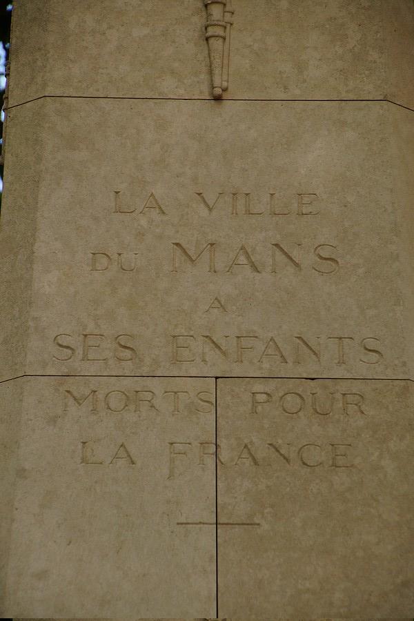 [ Histoires et histoire ] Monuments aux morts originaux Français Tome 2 - Page 17 Dsc04011
