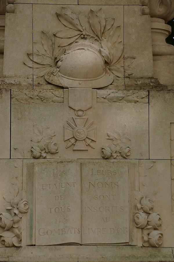 [ Histoires et histoire ] Monuments aux morts originaux Français Tome 2 - Page 17 Dsc04012