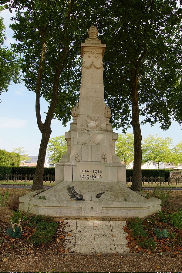 [ Histoires et histoire ] Monuments aux morts originaux Français Tome 2 - Page 17 Dsc04013