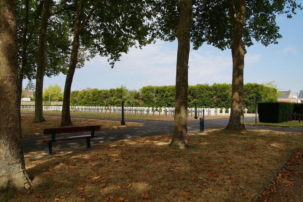 [ Histoires et histoire ] Monuments aux morts originaux Français Tome 2 - Page 17 Dsc04015