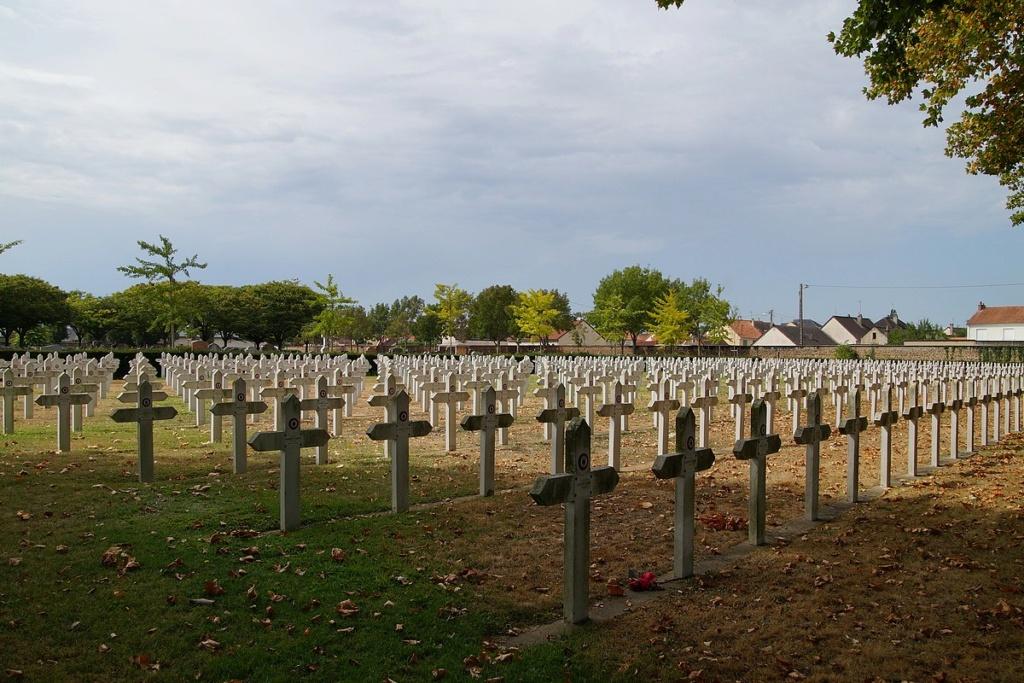 [ Histoires et histoire ] Monuments aux morts originaux Français Tome 2 - Page 17 Dsc04017