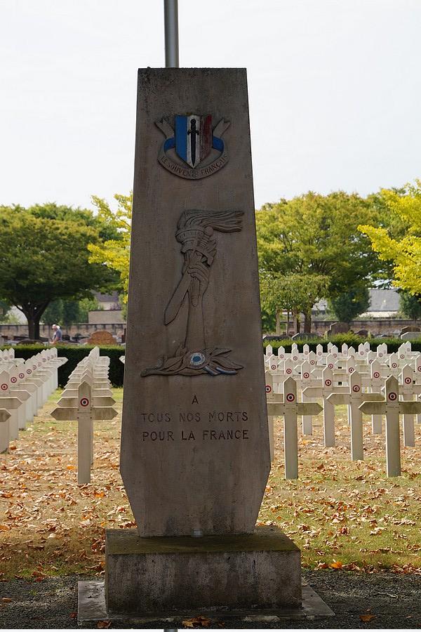 [ Histoires et histoire ] Monuments aux morts originaux Français Tome 2 - Page 17 Dsc04019