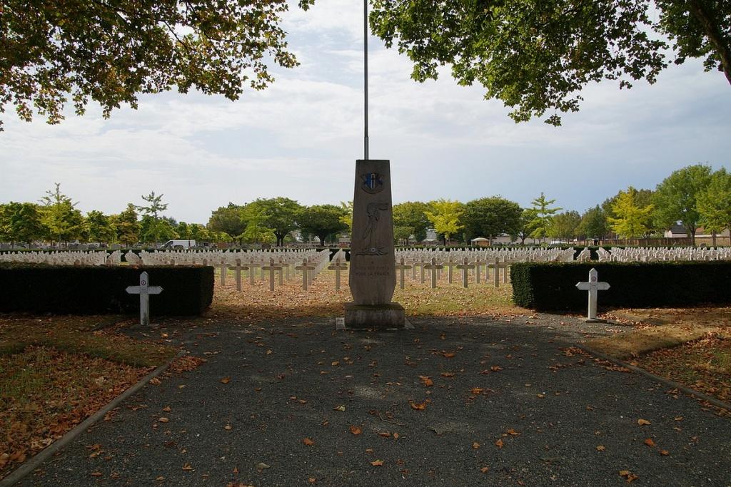 [ Histoires et histoire ] Monuments aux morts originaux Français Tome 2 - Page 17 Dsc04020