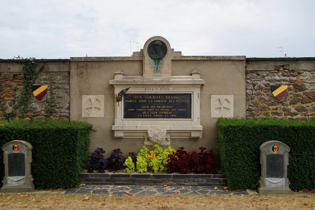 [ Histoires et histoire ] Monuments aux morts originaux Français Tome 2 - Page 17 Dsc04023