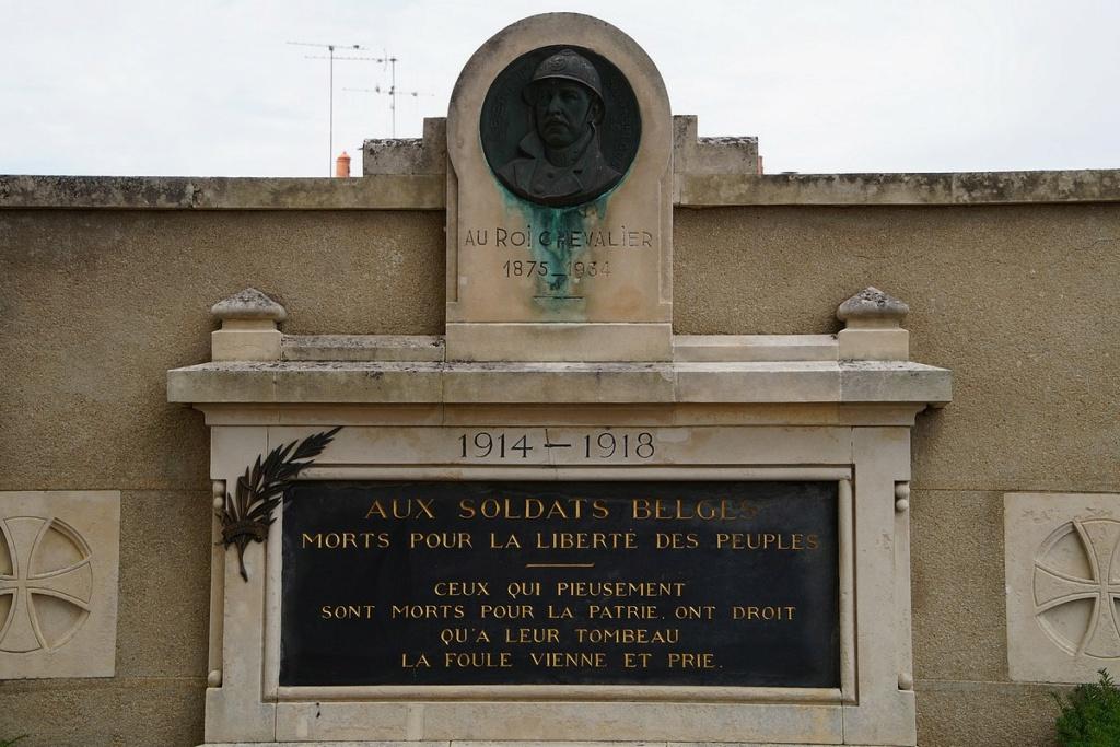 [ Histoires et histoire ] Monuments aux morts originaux Français Tome 2 - Page 17 Dsc04024