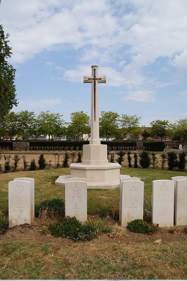 [ Histoires et histoire ] Monuments aux morts originaux Français Tome 2 - Page 17 Dsc04027